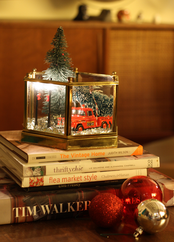 DIY light fixture holiday scene - The Sweet Escape