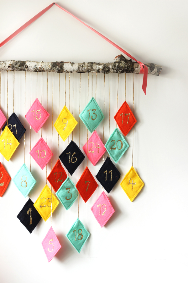 DIY modern felt Christmas advent calendar / The Sweet Escape