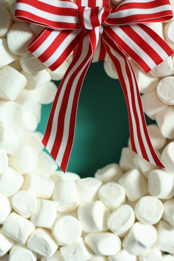 DIY marshmellow wreath 10