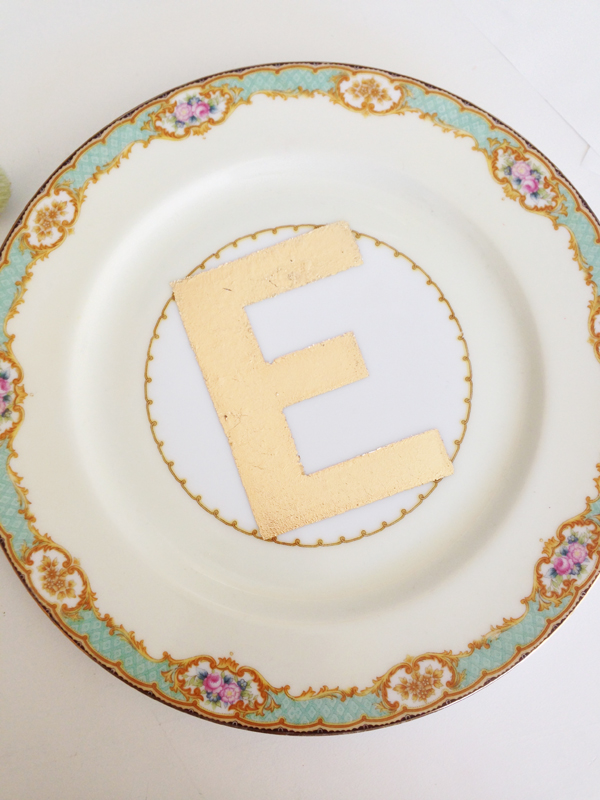 DIY: gold lettered vintage plates