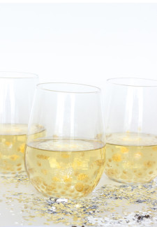 DIy gold polka dot wine glasses by the sweet escape