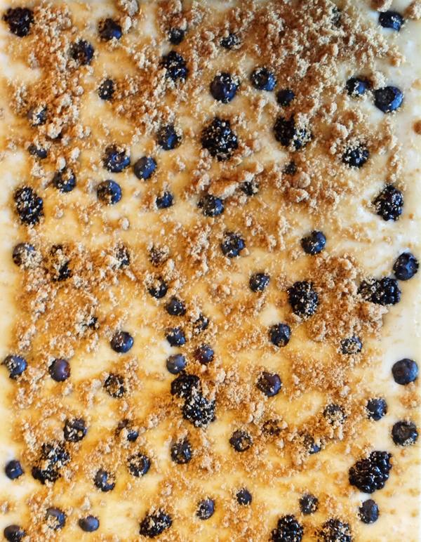 A cheater's guide to black & blue berry cake / The Sweet Escape Recipe