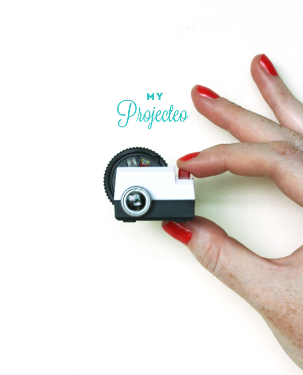Photos at your fingertips with Projecteo mini projector / The Sweet Escape