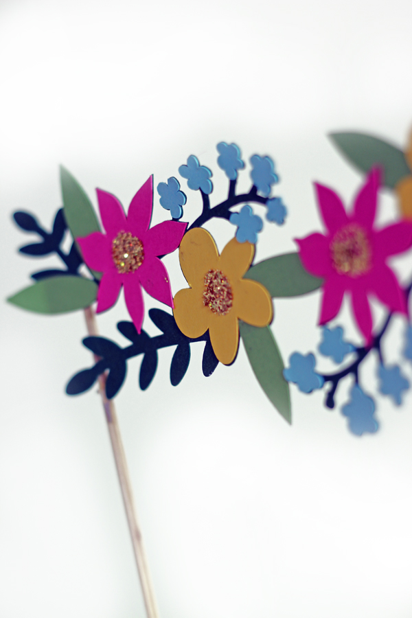 cricut explore flower cake topper 2