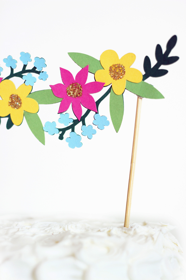 cricut explore flower cake topper 3