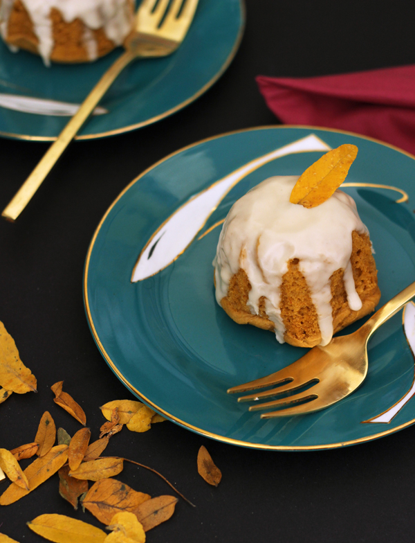 Fall thanksgiving treat: pumpkin spice cake with maple rum glaze/ The Sweet Escape