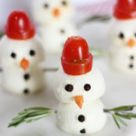 Caprese Snowmen Appetizers / The Sweet Escape