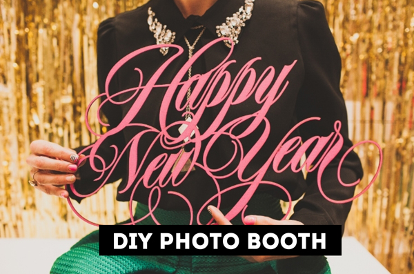DIY new years eve photo booth background / The Sweet Escape