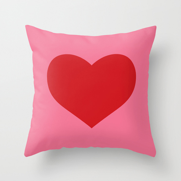 red and pink heart design pillow for valentines / The Sweet Escape