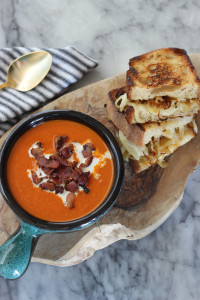 Roasted Garlic & caramelized onion grill cheese with Creamy tomato soup / The Sweet Escape