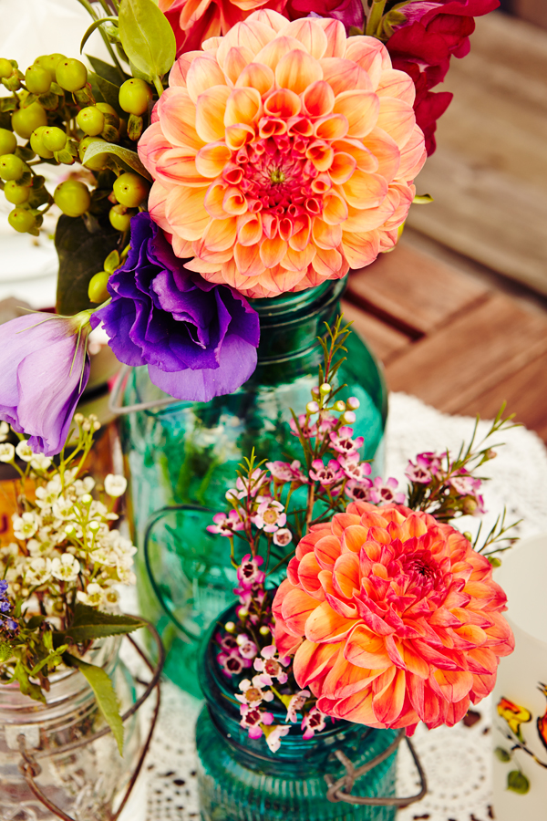 Summer Dinner Party Table Setting Flowers
