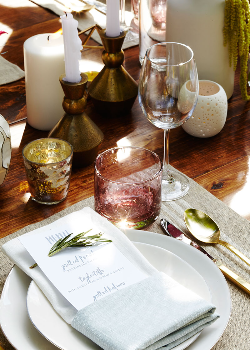 Outdoor summer dinner party table setting - The Sweet Escape