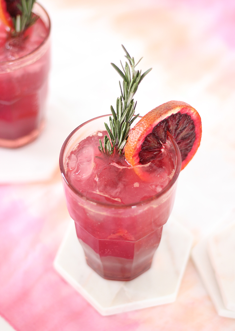 Blood orange and rosemary cocktail the bloody rose for Cocktail rose