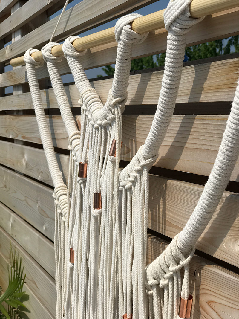 DIY Boho Wall Hanging by The Sweet Escape #outdoordecor #outdoorliving